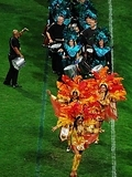 Samba-dancers-and-drummers-parade-in-costume